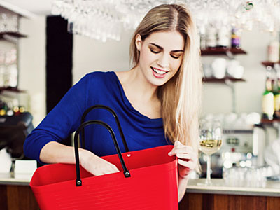 girl_with_red_bag